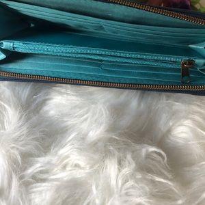 Travelon Bags - NWOT Travelon Floral Wallet RFID